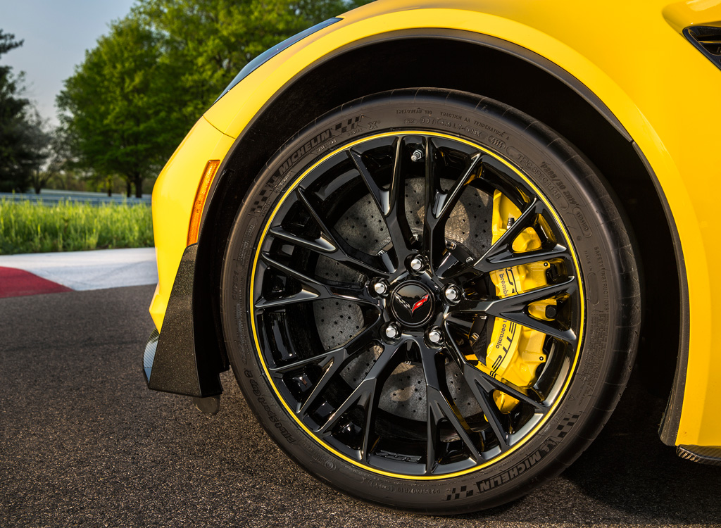 2015 Chevrolet Corvette Z06 C7.R Special Edition black wheels with yellow accent strip and Corvette Racing-logo center caps